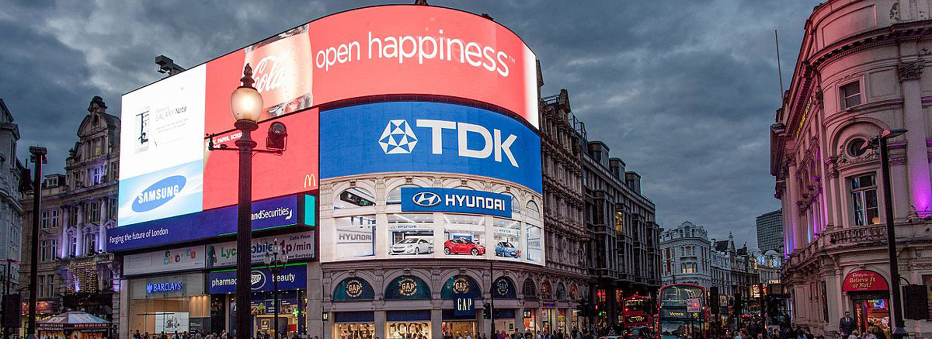Open_Happiness_Piccadilly_Circus_Blue-Pink_Hour_120917-1126-jikatu